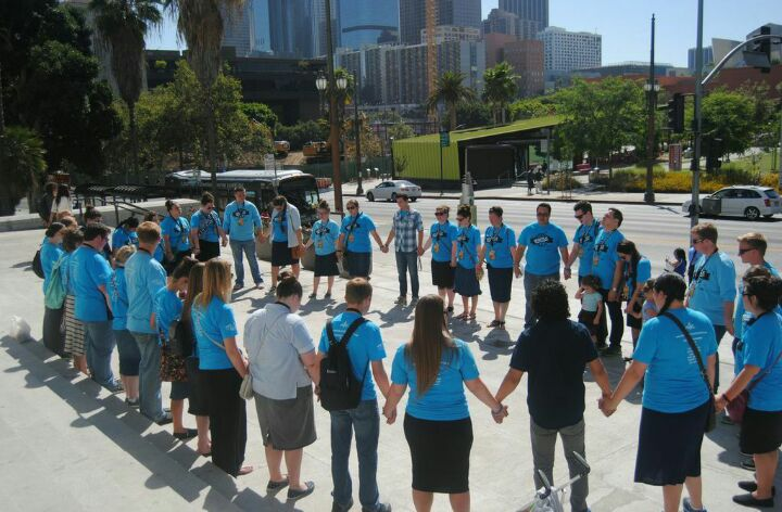 Picture of students praying in Los Angeles, CA.  Apostolic Youth Corps, 2014.